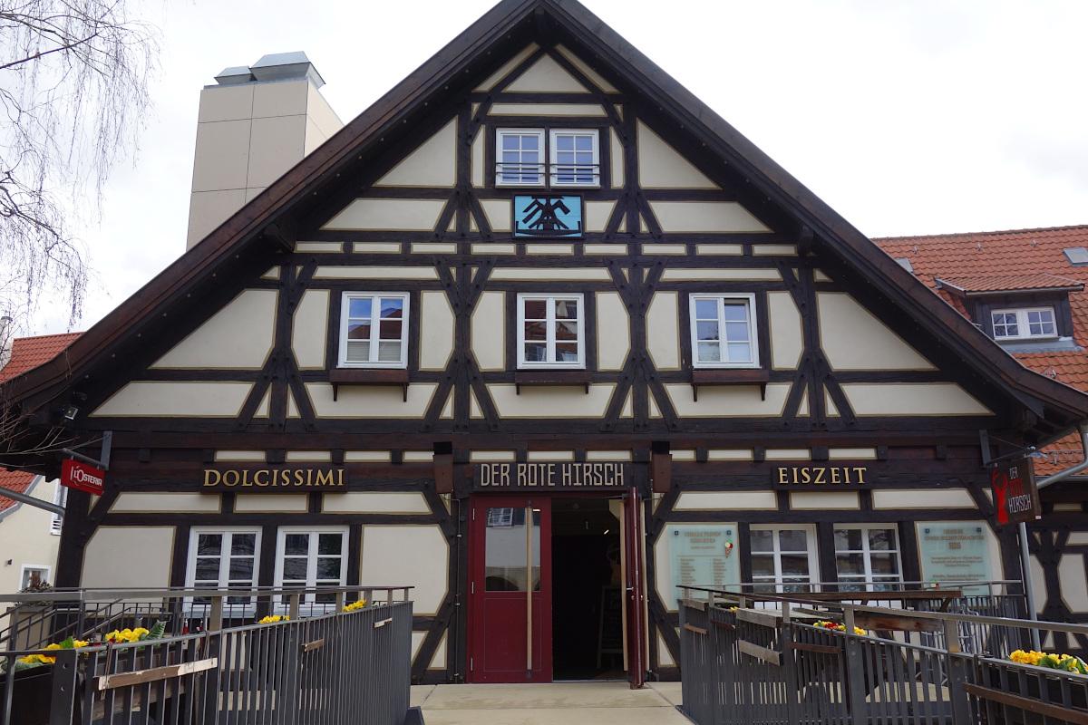 Eingang zum Restaurant Der Rote Hirsch