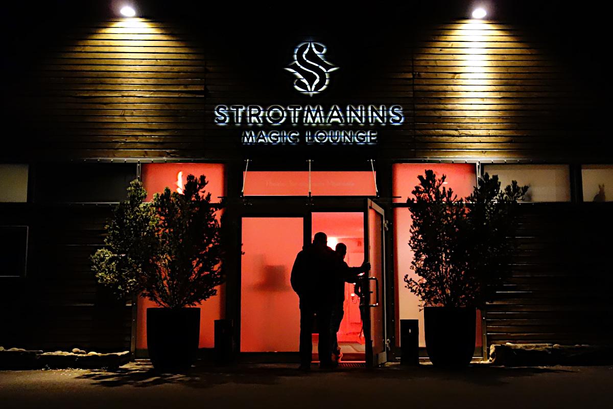 Eingang zur Strotmanns Magic Lounge